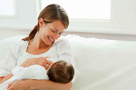 نوزاد و شیر مادر