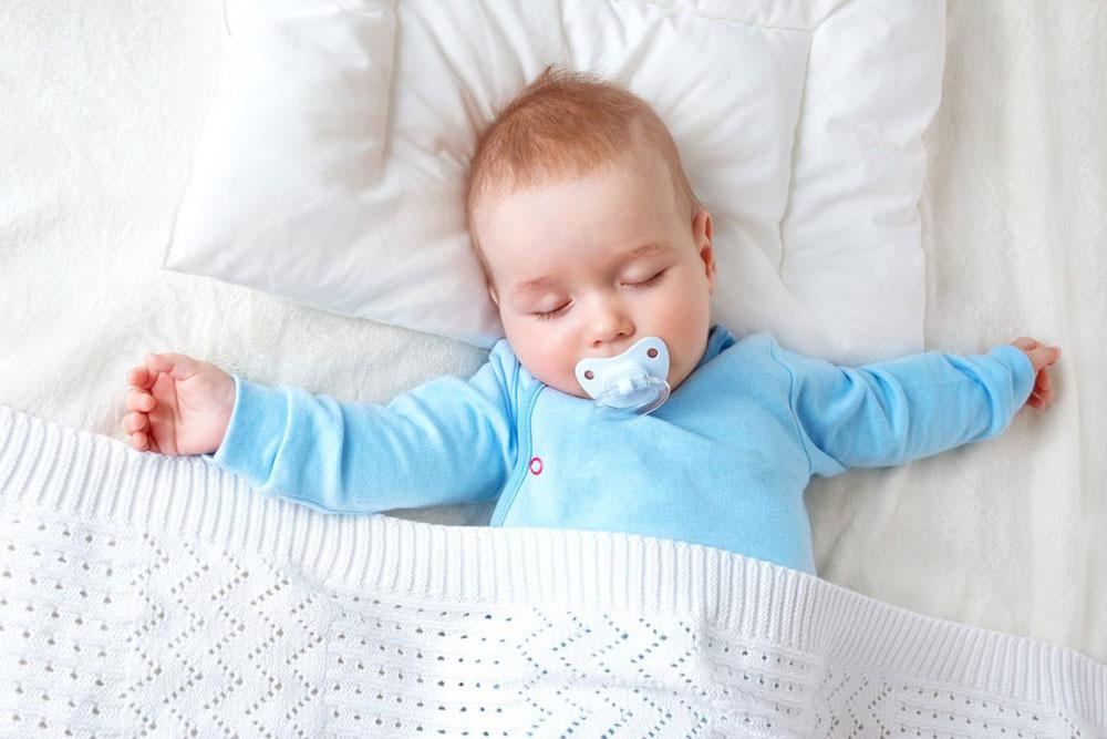 مضرات و فواید پستانک برای کودک