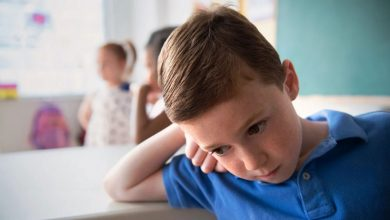 کودک همراه استرسش در کلاس درس